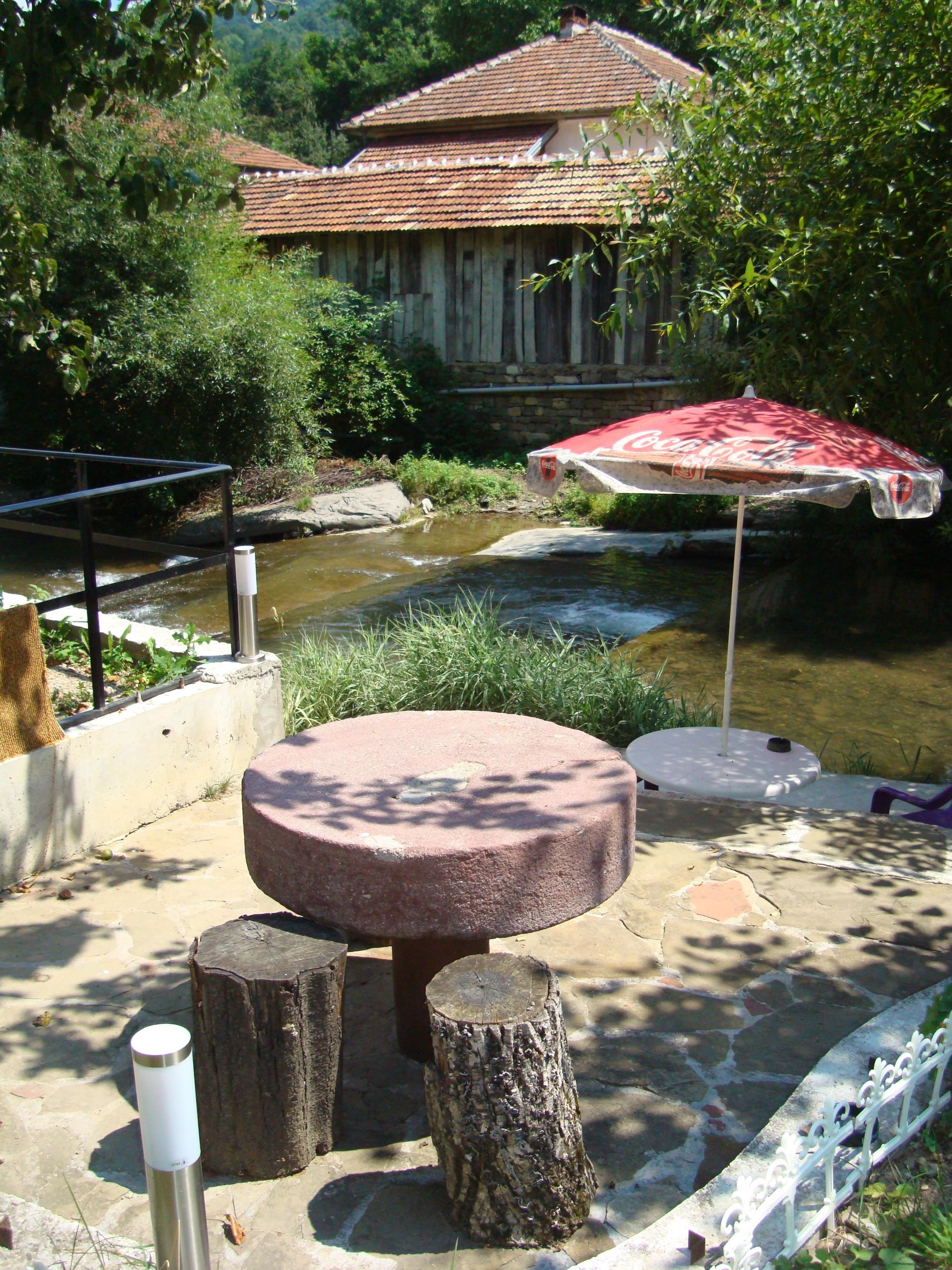 11. Каменна маса до реката